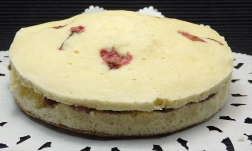 桜の塩漬けの和風蒸しケーキ