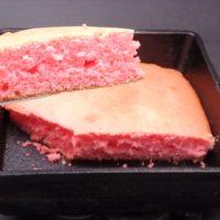 ピンク色のホットケーキ