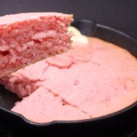 ピンク色のいちごのホットケーキ